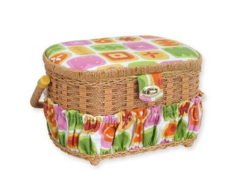This sewing basket includes: 16 thread spools, 16 metal bobbins, 1 measuring tape, 5 needles, 1 seam ripper, 1 thimble and 1 needle threader